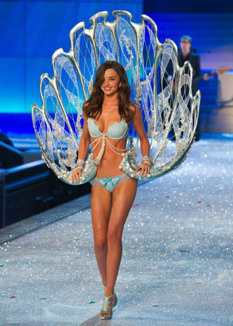 Can canh loat noi y cuc xa xi trong lich su Victoria's Secret - Anh 6
