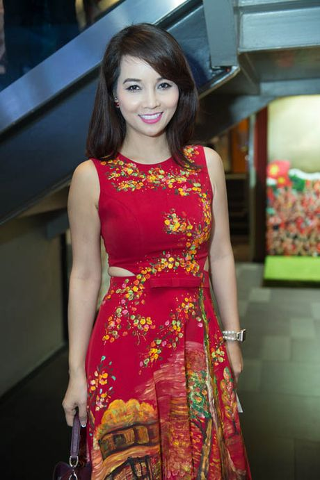 Boi roi ngam Huong Tram dien vay xe sau hun hut tren san khau - Anh 10