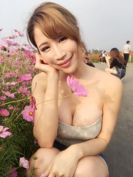 Hot girl ban thit xien nuong TQ khien quan an nuom nuop khach - Anh 14