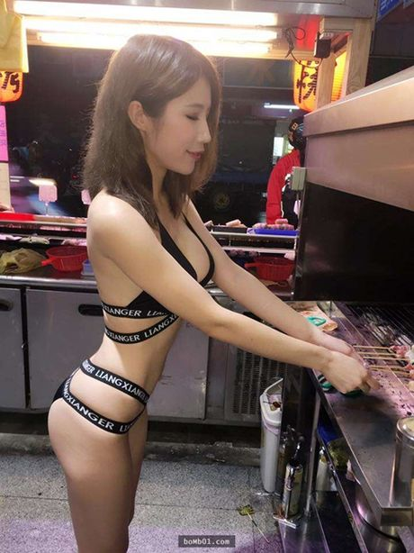 Hot girl ban thit xien nuong TQ khien quan an nuom nuop khach - Anh 2