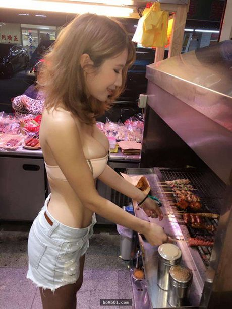 Hot girl ban thit xien nuong TQ khien quan an nuom nuop khach - Anh 4