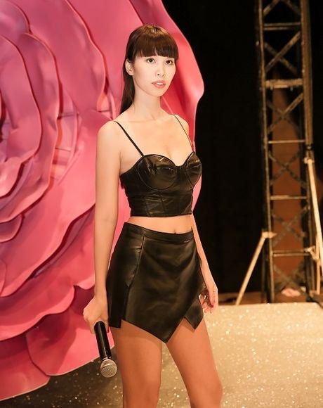 Ha Anh mac tao bao chi dao catwalk, sexy lan at dan em - Anh 1