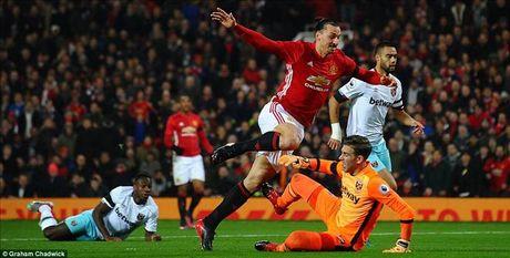 Man United 4-1 West Ham: Cu dup cua Ibrahimovic, Martial...va Mkhitaryan - Anh 2