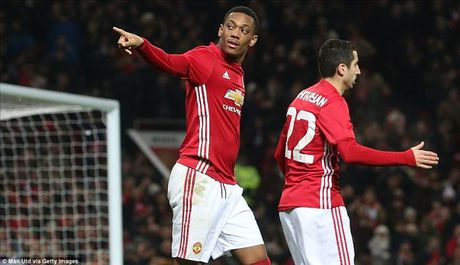 Man United 4-1 West Ham: Cu dup cua Ibrahimovic, Martial...va Mkhitaryan - Anh 3