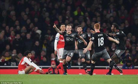 Arsenal 0-2 Southampton: Giao su het 'ao tuong suc manh' - Anh 2