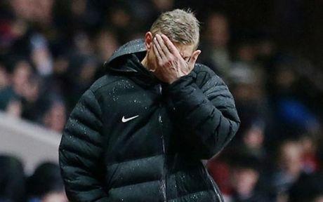 HLV Wenger noi gi khi Arsenal bi loai khoi League Cup? - Anh 1