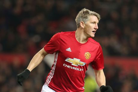 Schweinsteiger phan khich trong ngay tro lai - Anh 1