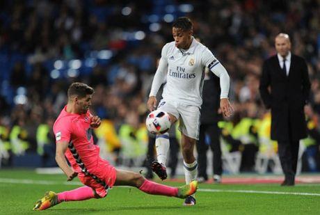 Zidane ra san va ghi ban, Real lai 'huy diet' Leonesa - Anh 1