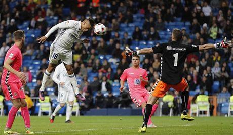 Zidane ra san va ghi ban, Real lai 'huy diet' Leonesa - Anh 4