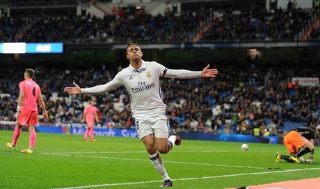 Zidane ra san va ghi ban, Real lai 'huy diet' Leonesa - Anh 5