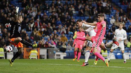 Zidane ra san va ghi ban, Real lai 'huy diet' Leonesa - Anh 6