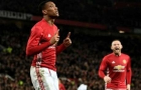 5 diem nhan sau tran Man United 4-1 West Ham: 'So 10' tro lai, Mourinho nen mua Payet - Anh 3