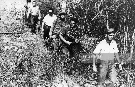 Tai lanh dao cua lanh tu Fidel va tran chien vinh Con Lon (2) - Anh 2
