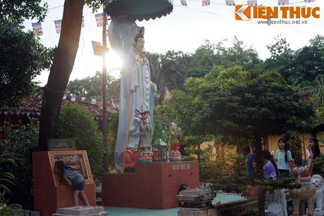 Canh tuong nhoi long tai ngoi chua co 'cho sap' o Sai Gon - Anh 4