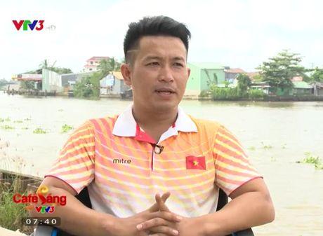 Cafe Sang voi VTV3: Gap go vu cong kiem VDV boi loi voi doi chan teo nho - Anh 1