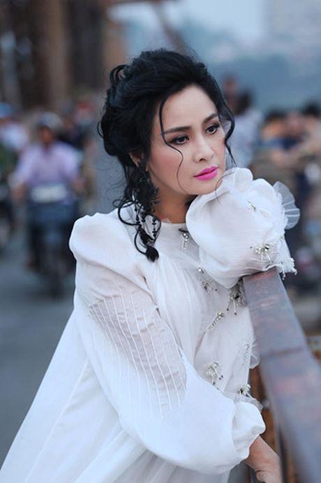 Thanh Lam khoe ve dep tre trung tai cau Long Bien - Anh 1