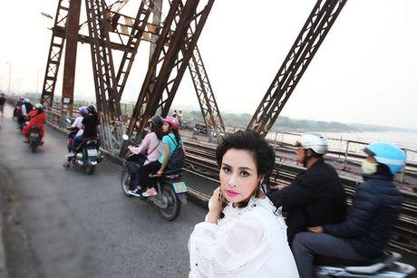 Thanh Lam khoe ve dep tre trung tai cau Long Bien - Anh 5