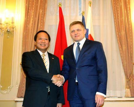 Bo truong Truong Minh Tuan tham Slovakia: Cu the hoa nhung thoa thuan hop tac - Anh 1