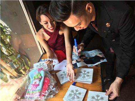 Khi nhac Giang sinh vang len tu cay flute cua Huyen Trang - Anh 1