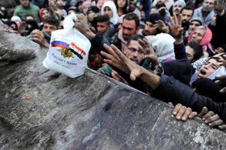 Can canh ben trong khu vuc vua duoc giai phong o Aleppo - Anh 1