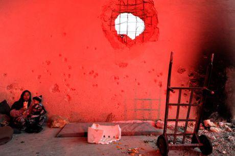 Can canh ben trong khu vuc vua duoc giai phong o Aleppo - Anh 5