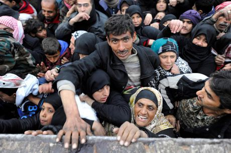 Can canh ben trong khu vuc vua duoc giai phong o Aleppo - Anh 8
