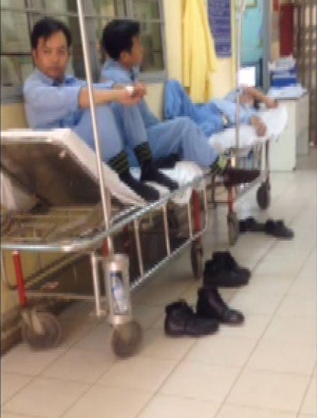 Hang tram cong nhan nhap vien vi ngo doc thuc pham - Anh 1