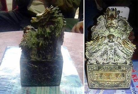Ban giao vat la nghi an co cho Bao tang tinh Nghe An - Anh 2