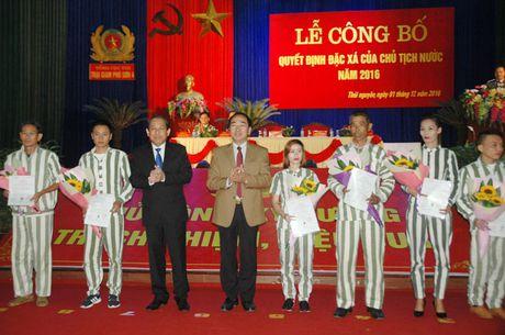 Trai giam Phu Son 4 cong bo quyet dinh dac xa - Anh 1