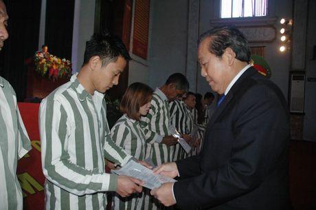 Trai giam Phu Son 4 cong bo quyet dinh dac xa - Anh 2