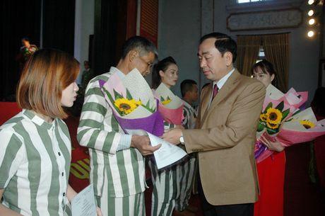 Trai giam Phu Son 4 cong bo quyet dinh dac xa - Anh 3
