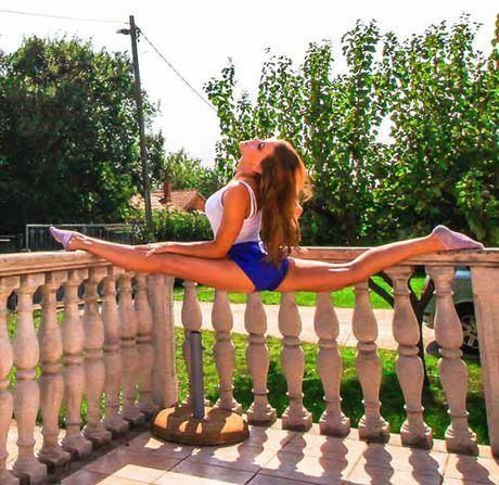 Nu phi cong dep tuyet tran voi tu the Yoga gay sot - Anh 12