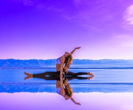 Nu phi cong dep tuyet tran voi tu the Yoga gay sot - Anh 3
