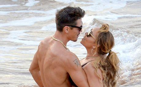 Mariah Carey quan quyt bo tre kem 13 tuoi tren bien - Anh 1