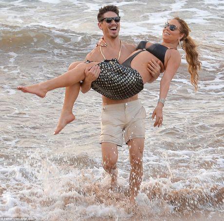 Mariah Carey quan quyt bo tre kem 13 tuoi tren bien - Anh 4