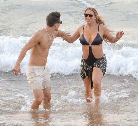 Mariah Carey quan quyt bo tre kem 13 tuoi tren bien - Anh 7