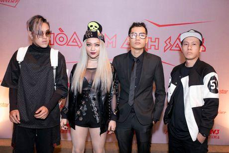 Huong Giang Idol di xe 4 ty den hop bao 'The Remix' - Anh 9