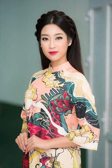 Hoa hau My Linh lan dau ngoi ghe giam khao cham thi nhan sac - Anh 1