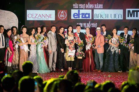 Hoa hau My Linh lan dau ngoi ghe giam khao cham thi nhan sac - Anh 5