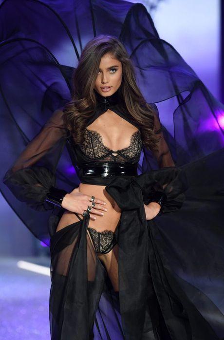 Show dien bikini nong bong va day mau sac cua Victoria's Secret - Anh 8