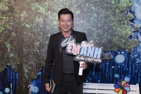 Huong Tram lan dau trinh bay hit 'Cho em gan anh them chut nua' - Anh 6