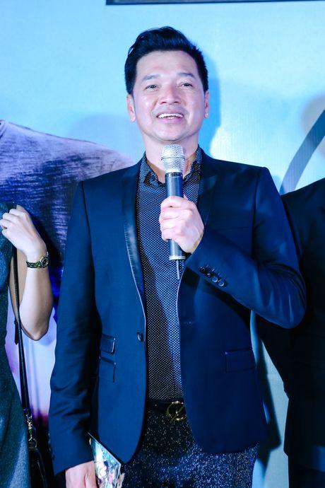 Huong Tram lan dau trinh bay hit 'Cho em gan anh them chut nua' - Anh 7