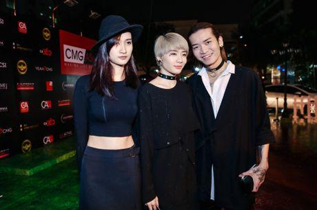 Huong Tram lan dau trinh bay hit 'Cho em gan anh them chut nua' - Anh 8