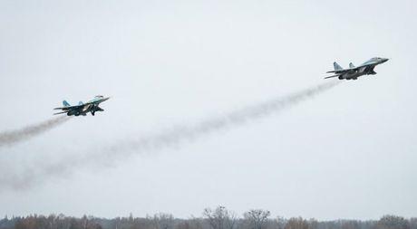 Lo ngai Nga, Ukraine ban ten lua tranh khong phan Crimea - Anh 1