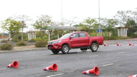 Toyota Hilux 2016 moi Offroad an tuong tai Dong Mo - Anh 13