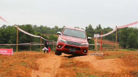 Toyota Hilux 2016 moi Offroad an tuong tai Dong Mo - Anh 9