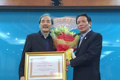 Pho Cuc truong Cuc Bao chi nhan Huan chuong Lao dong hang Ba - Anh 1