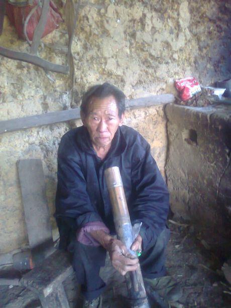 Nguoi moc duoi o Ha Giang: Vua cat duoi thi lan ra... om - Anh 2
