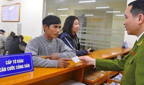 Chi mat 10-15 phut lam thu tuc cap the can cuoc cong dan - Anh 1