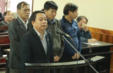Nguyen Chu tich UBND huyen 'an dat' xin duoc mien toi de... tiep tuc cong hien - Anh 1